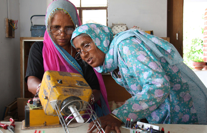 grandmother-solar-engineers-india